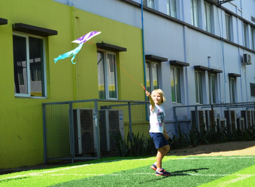 Flying Kites: Hands-on Science